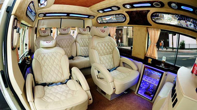 Biến Ford Transit thành xe sang cho VIP