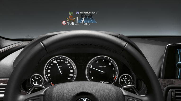 hud on bmw Công nghệ màn hình hiển thị trên kính lái của BMW