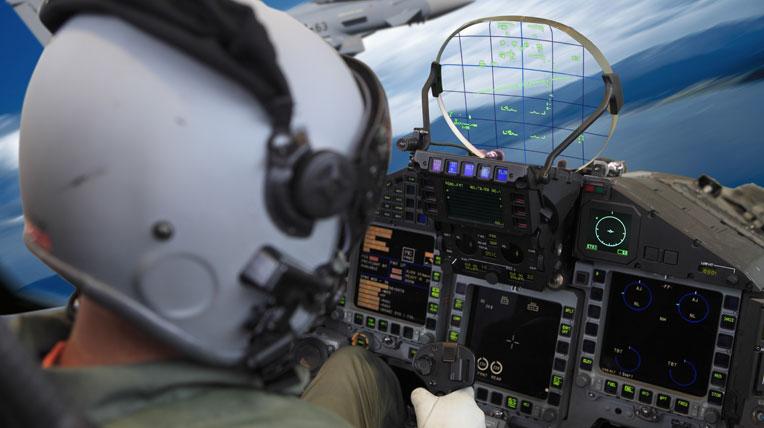hud on eurofighter Công nghệ màn hình hiển thị trên kính lái của BMW