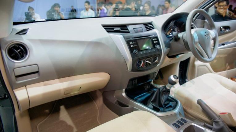 Nissan-Navara-2015 (11).jpg