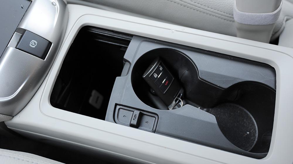 Chevrolet-Captiva-LTZ-2014-17