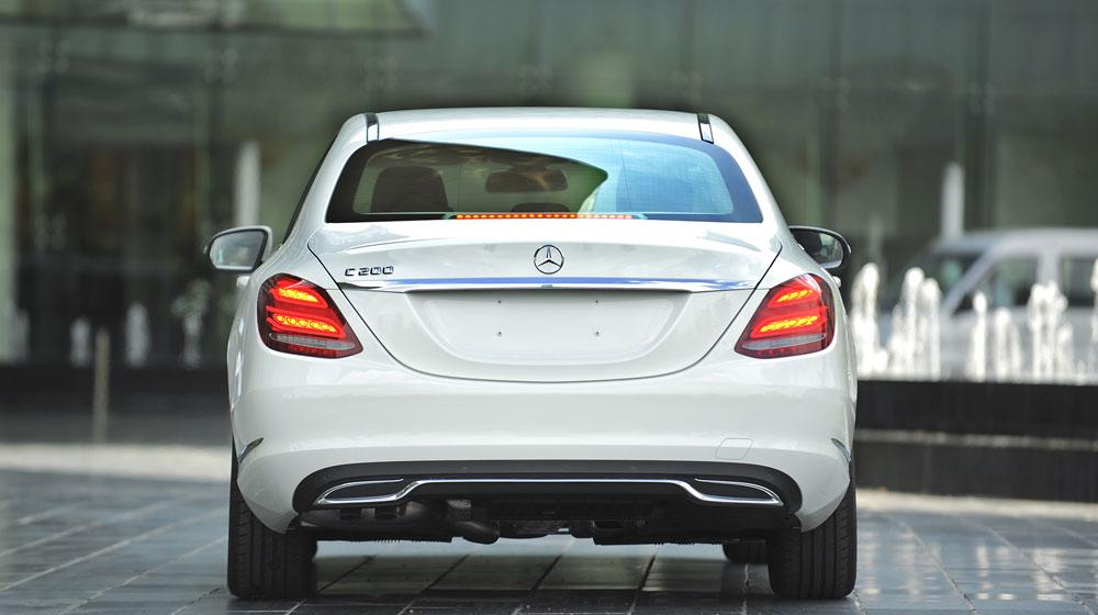 Mercedes-benz-C200-(19).jpg