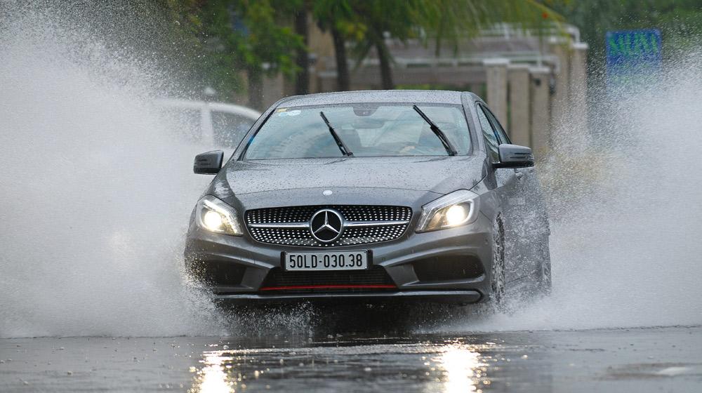 Kết quả hình ảnh cho lái xe khi trời mưa
