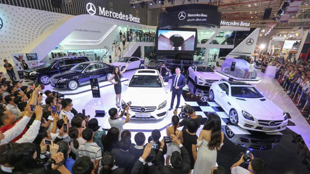 Mercedes-Benz-da-ban-duoc-hon-200-xe-tai-Trien-lam-o-to-Viet-Nam-2014.jpg