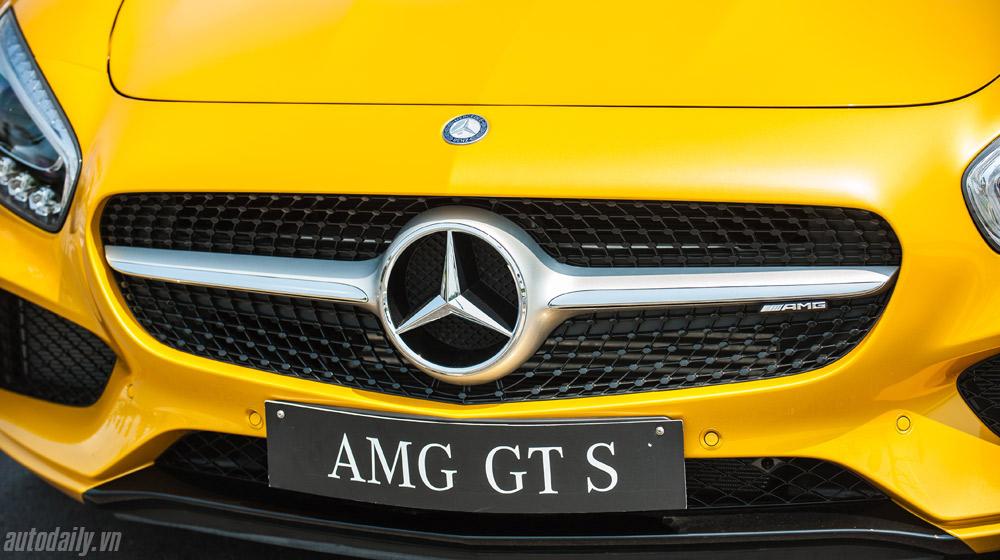 mercedes-AMG-GT-S-(8).jpg