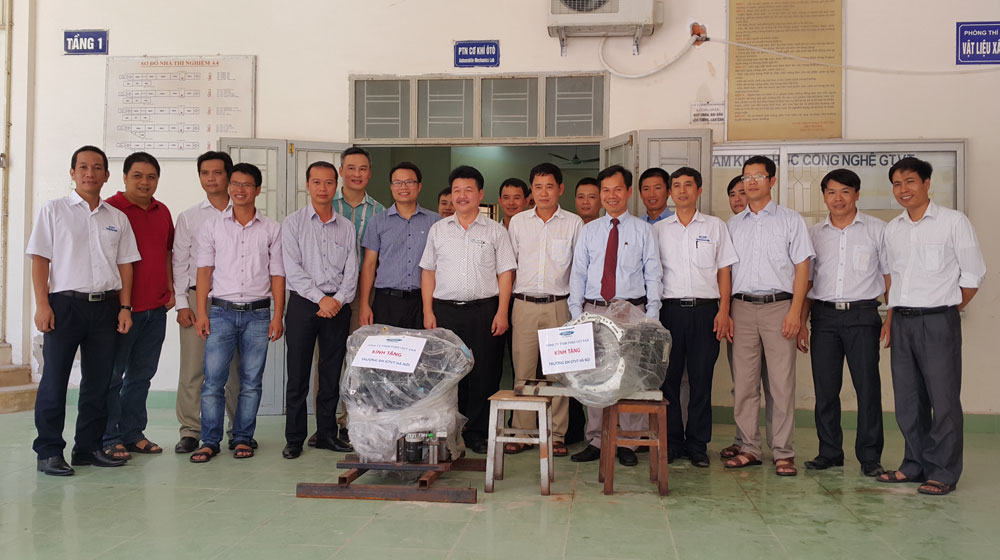 Ford Việt Nam tặng động cơ và hộp số cho ĐH Giao thông Vận tải