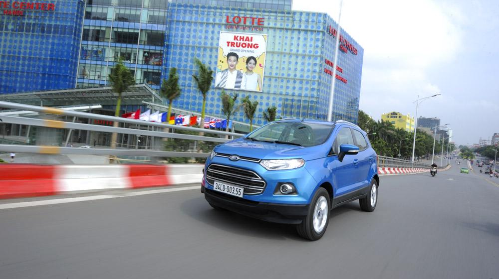 Ford_EcoSport_va_Hyundai_i20_Active (12).jpg