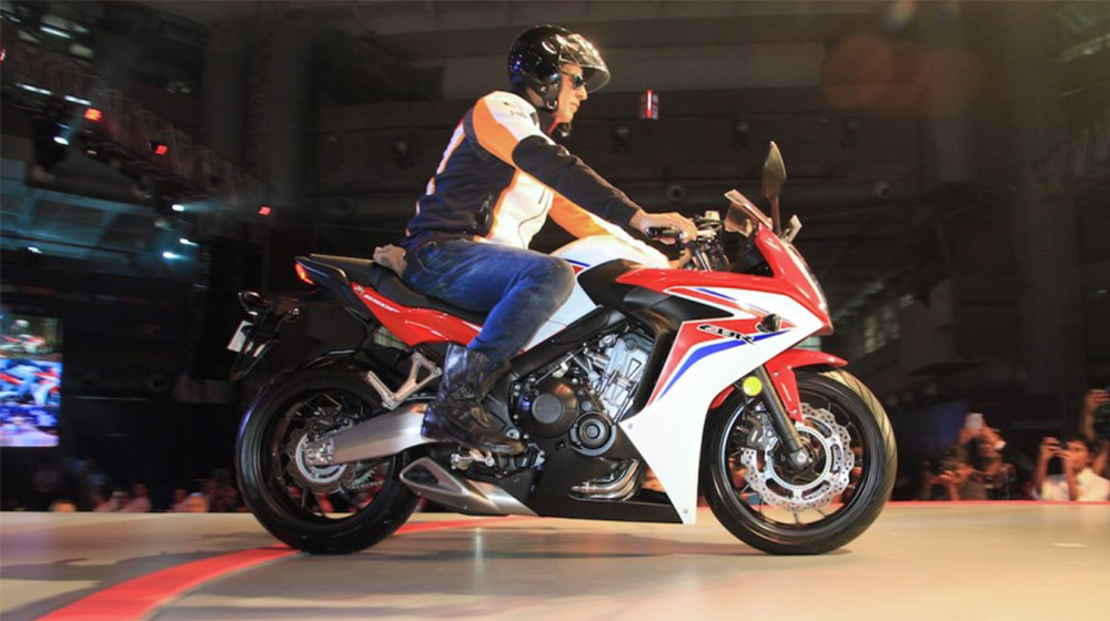 2015-Honda-CBR-650R-side-launched-900x600.jpg