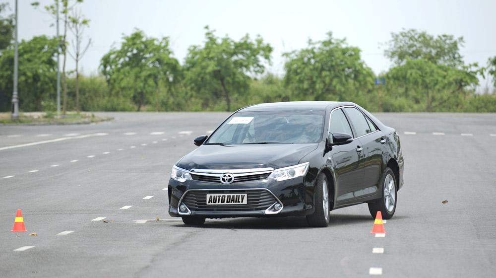 Peugeot_508_vs_Toyota_Camry (7).jpg