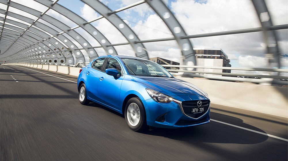 mazv0716-mazda2-sedan-gallery-tunnel.jpg