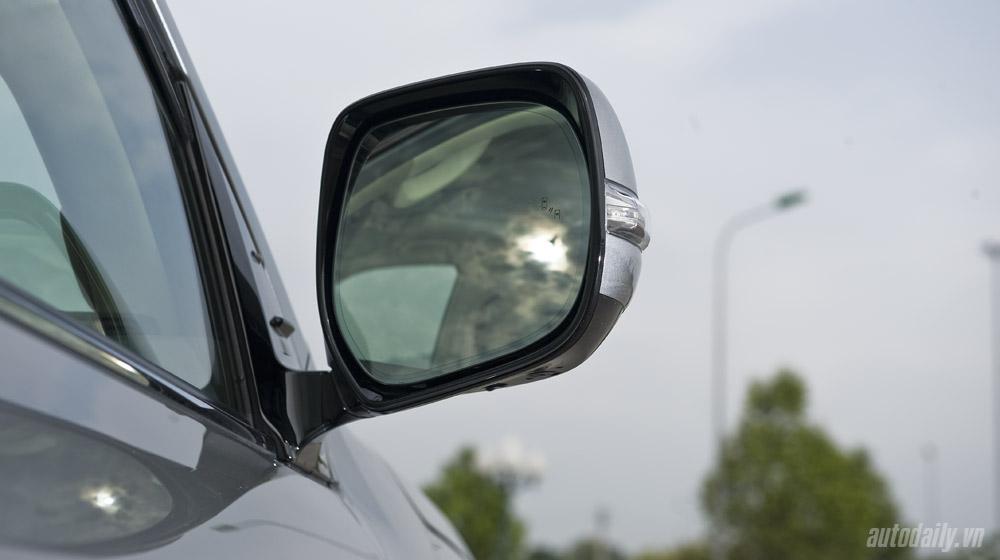 Lexus LX570 (35).jpg