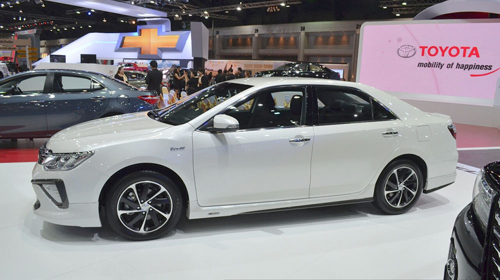 2015-Toyota-Camry-Extremo-side-at-the-2015-Bangkok-Motor-Show.jpg