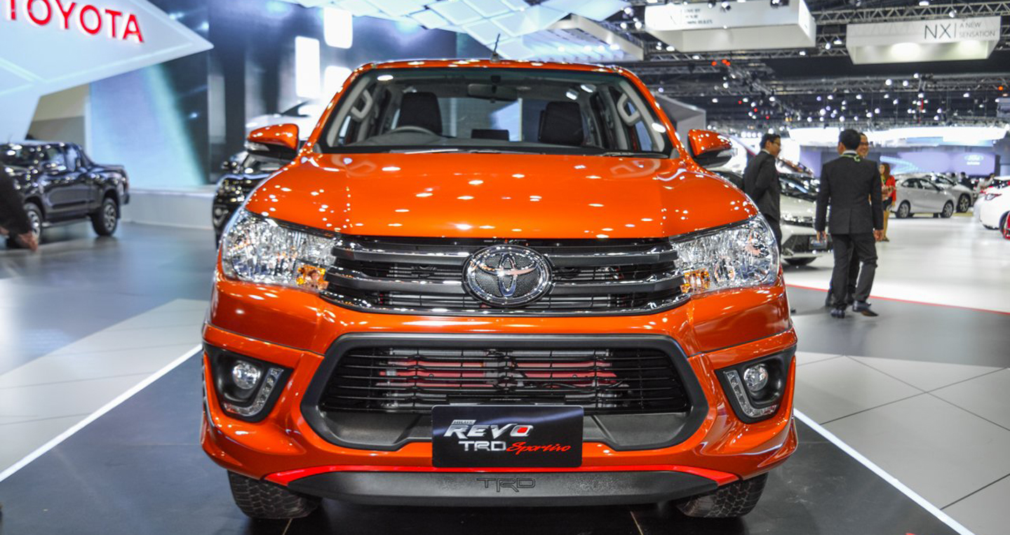 2016-Toyota-Hilux-Revo-TRD-Sportivo-front-at-2016-BIMS copy.JPG