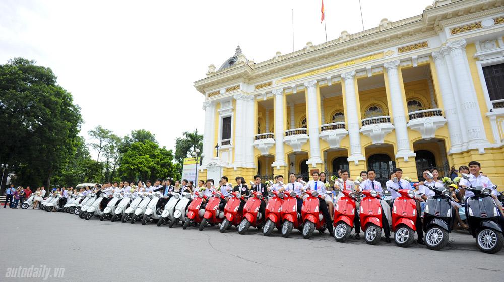 """50 cặp rước dâu trên Vespa """"khuấy đảo"""" Hà Nội"""