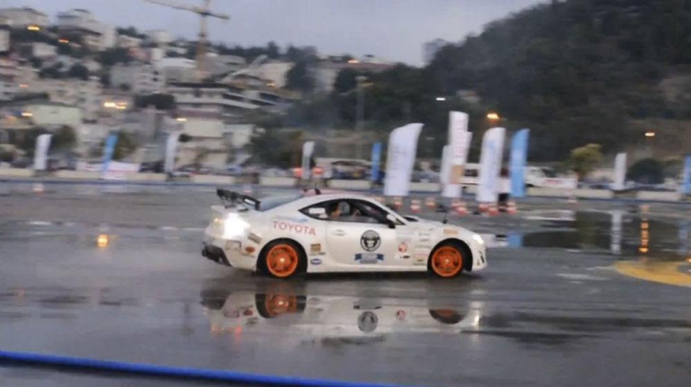Toyota GT 86 phá vỡ kỷ lục drift dài nhất
