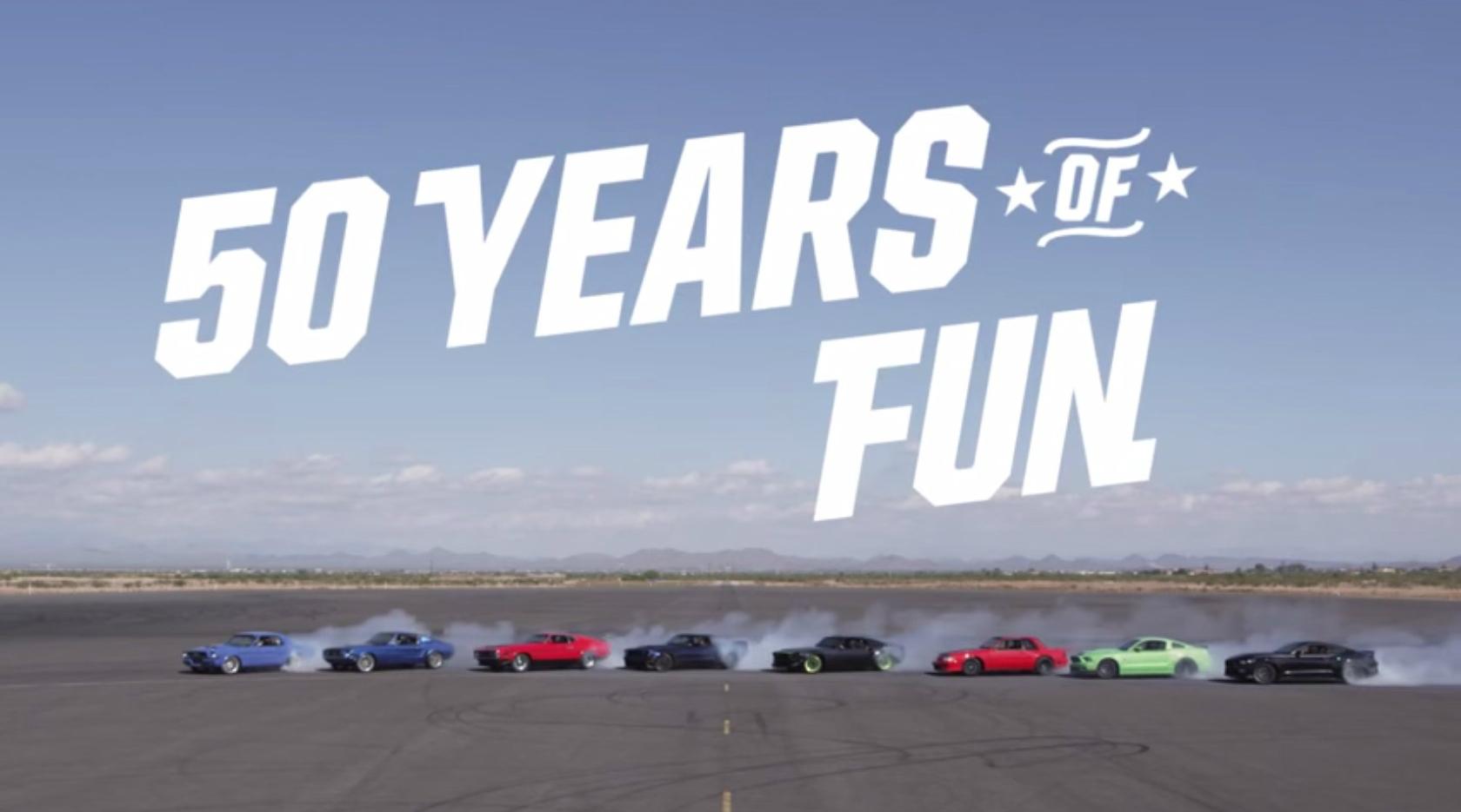 Màn drift tuyệt vời của những chiếc xe Ford Mustang
