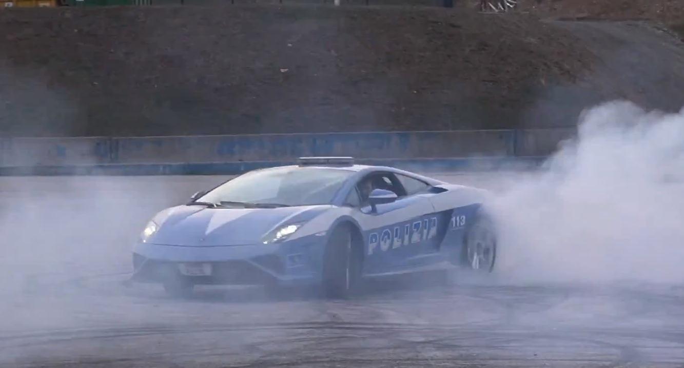 """Xem xe cảnh sát Lamborghini Gallardo """"diễn trò"""""""