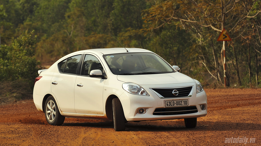 Nissan Sunny (15).jpg