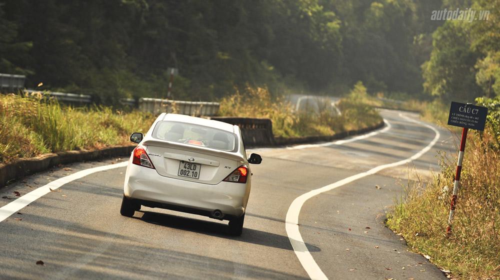 Nissan Sunny (31).jpg