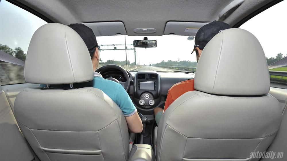 Nissan Sunny (6).jpg