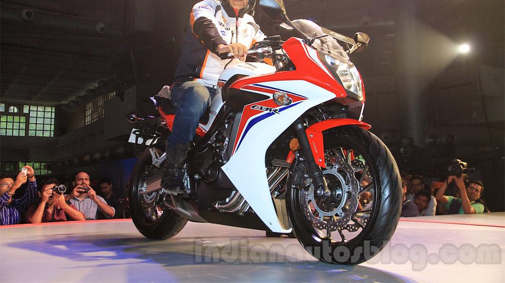 2015-Honda-CBR-650R-front-quarter-with-Akshay-Kumar-launched.jpg
