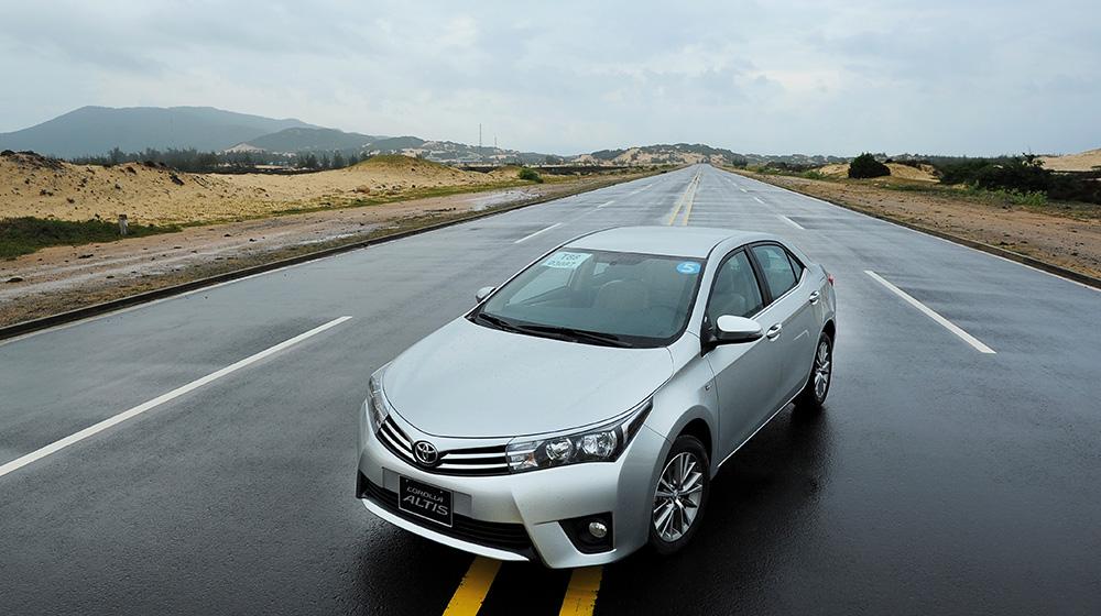 Chevrolet_Cruze_Vs_Toyota_Corolla_Altis (10).jpg