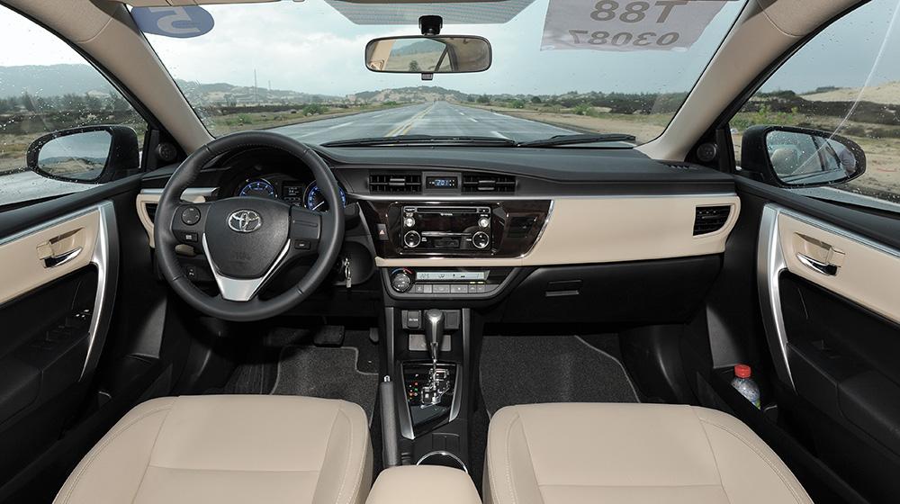 Chevrolet_Cruze_Vs_Toyota_Corolla_Altis (13).jpg