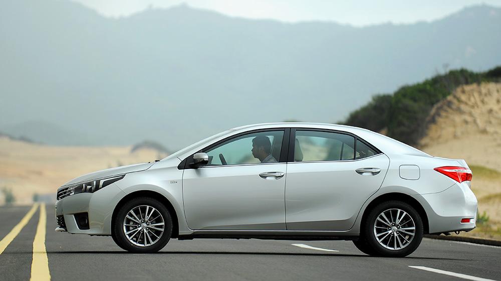 Chevrolet_Cruze_Vs_Toyota_Corolla_Altis (9).jpg