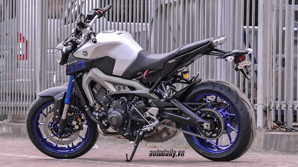 Yamaha MT-09 2015 (3).jpg