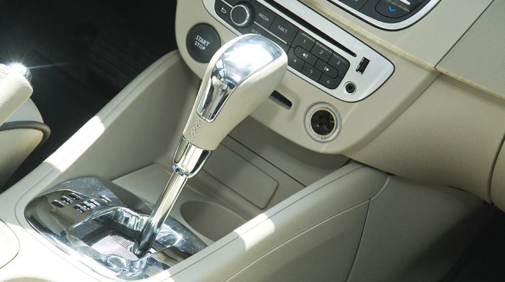 Renault Megane Hatchback_04.jpg