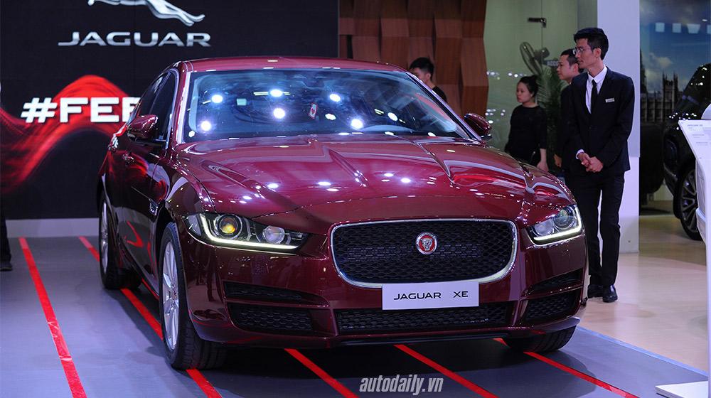 Jaguar XE (8).jpg