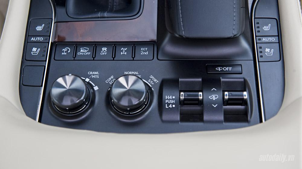 Lexus LX570 (50).jpg
