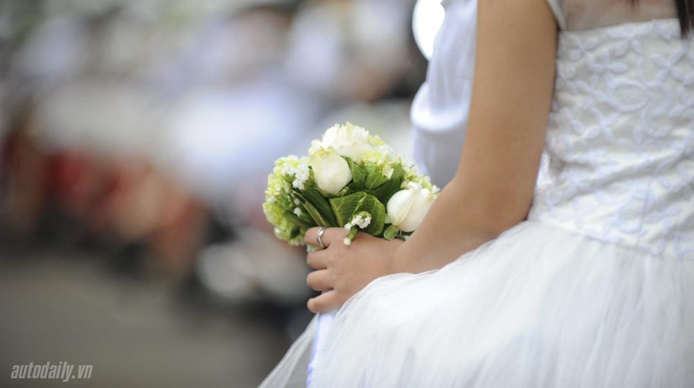 50 cặp đôi rước dâu bằng Vespa