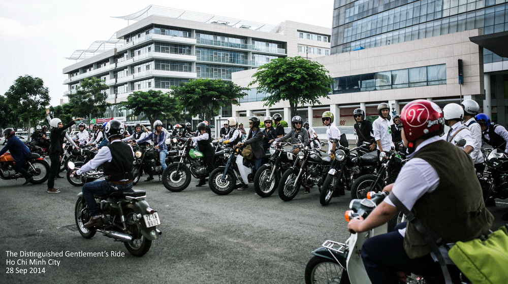"""Hàng trăm """"quý ông"""" cưỡi môtô trên đường phố Sài Gòn"""