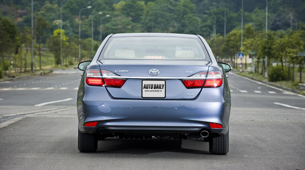 Toyota Camry 2.0E 2015