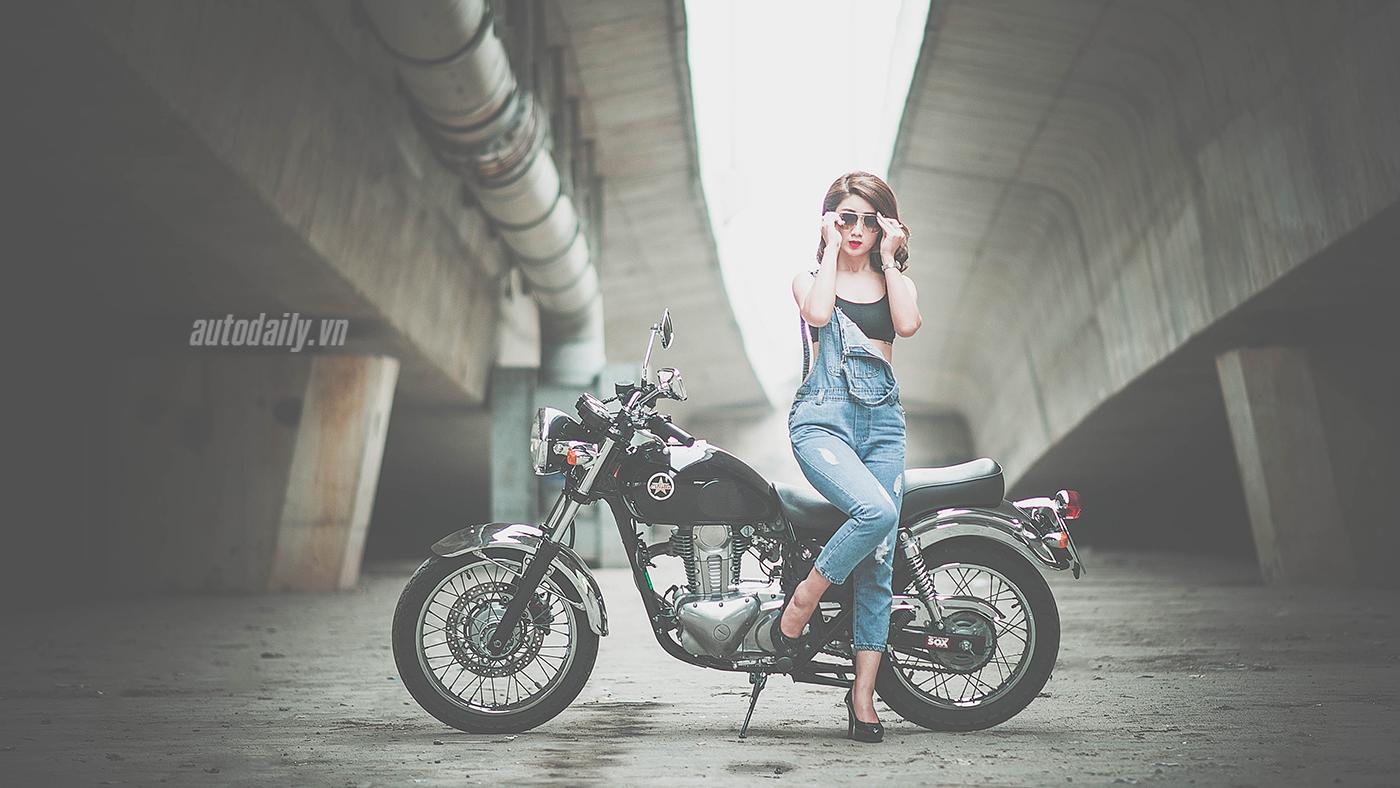 Thiếu nữ Hà Thành quyến rũ bên Kawasaki Estrella 250